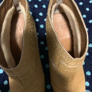 Uggs western ankle booties